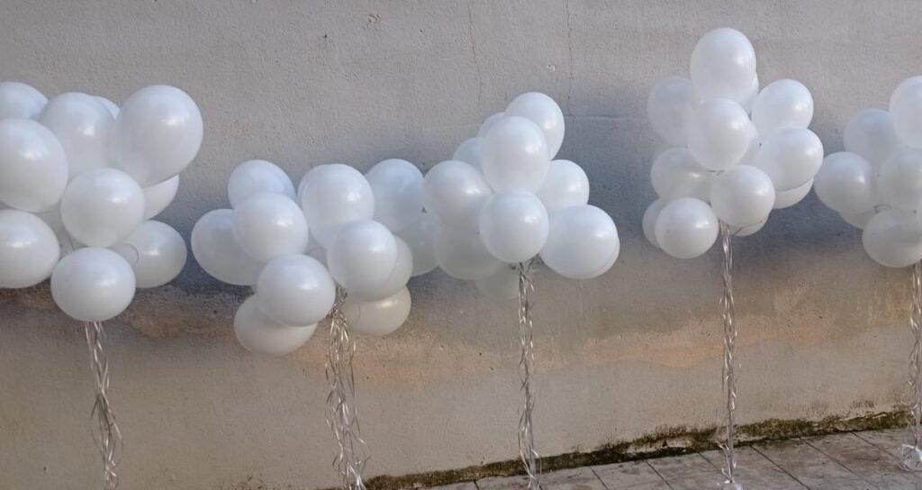 Palloncini bianchi ricordo Marta