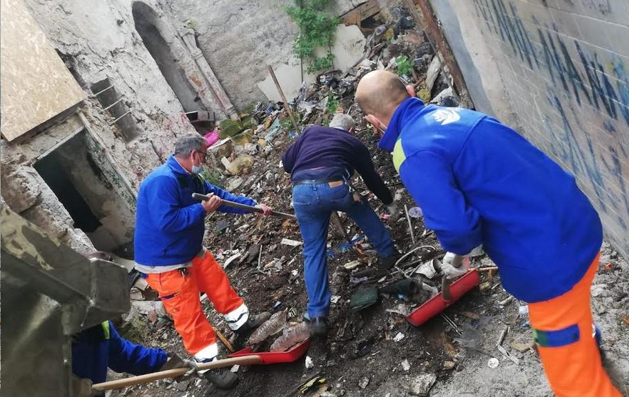 vicolo nuovo ripulito dai rifiuti