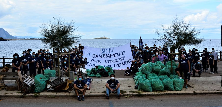 Volontari in azione a Barcarello lo scorso 18 ottobre