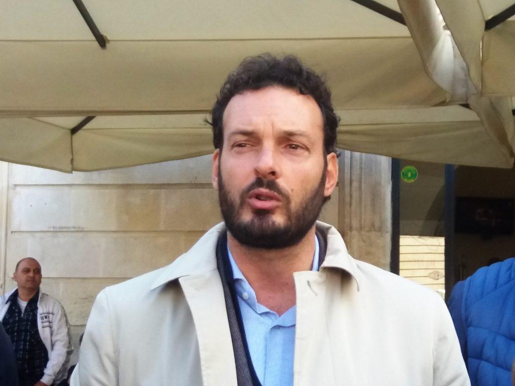 Francesco Italia, primo cittadino di Siracusa, ha annunciato una mostra in memoria di Arturo Di Modica