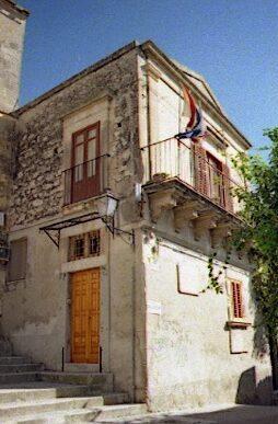 La casa di Salvatore Quasimodo, nel centro storico barocco di Modica