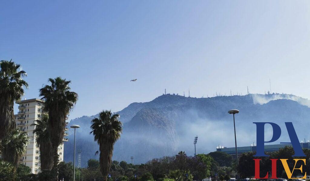 fiamme Monte Pellegrino