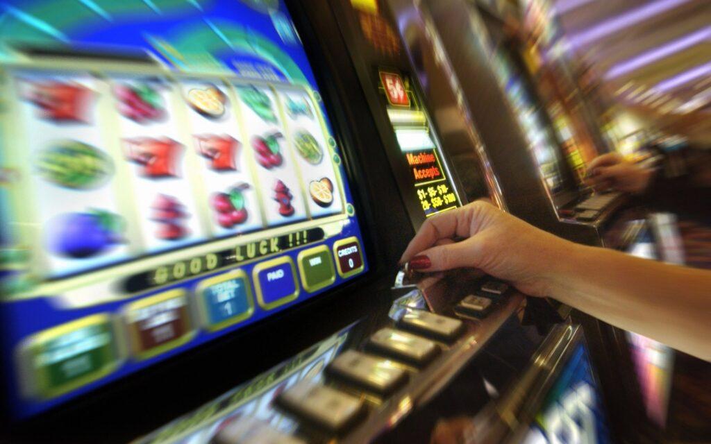La dipendenza dal gioco non risparmia alcuna fascia di età