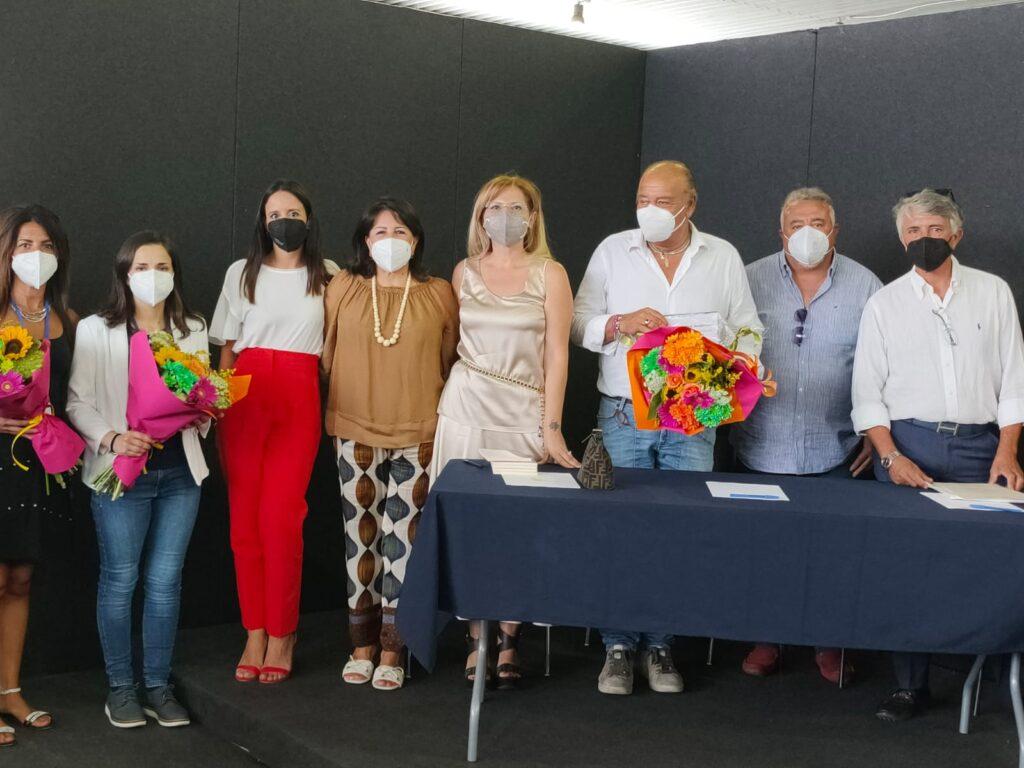 Al commissario Renato Costa, un simbolico riconoscimento per il gravoso impegno assuntosi durante la pandemia