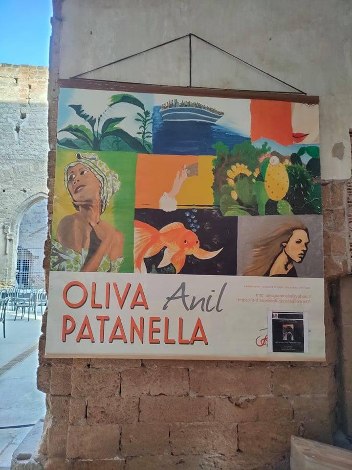 Una personale di pittura che racconta le donne nella loro speciale unicità, nello scenario di una città multietnica e stratificata