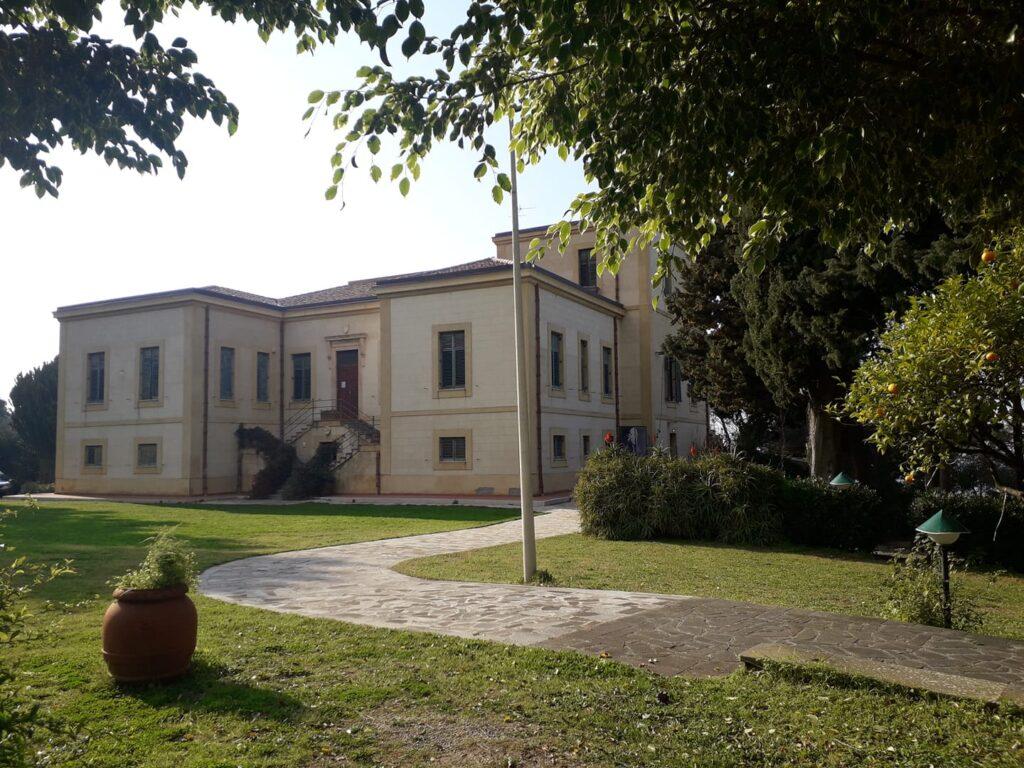 Villa Piccolo sorge alle porte di Capo d'Orlando, in provincia di Messina
